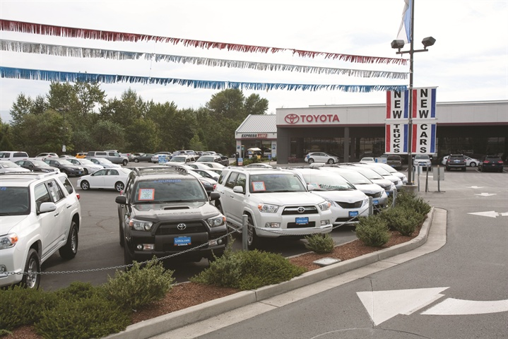 Gallery Photo 3 Lithia Motors Inc Built To Scale Article F I And Showroom
