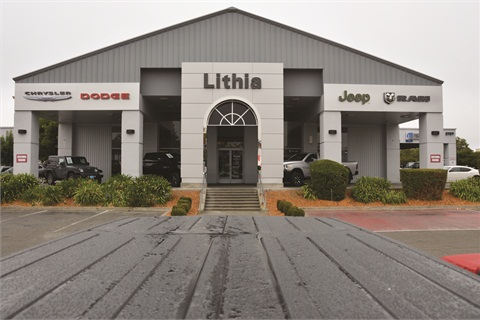 A yearlong campaign to rebuild the Internet sales department at Lithia Chrysler Jeep Dodge has already paid dividends for the dealership, which now regularly draws customers willing to make the one-hour drive from San Francisco.
