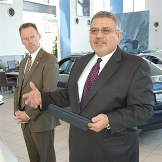 Ash Zaki, COO of Mercedes-Benz of San Francisco, demonstrates MBFS's new iPad-compatible tools. Behind him is Chip Kirby, an MBFS dealer rep.