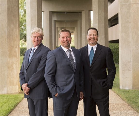 Standing with Troy Good (center) in front of Nobilis Group Inc.'s Irving, Texas, corporate offices are Jeff Snowden (left), senior director of agent development for the company's AutoBodyGuard brand, and Nobilis COO Stan Starnes.